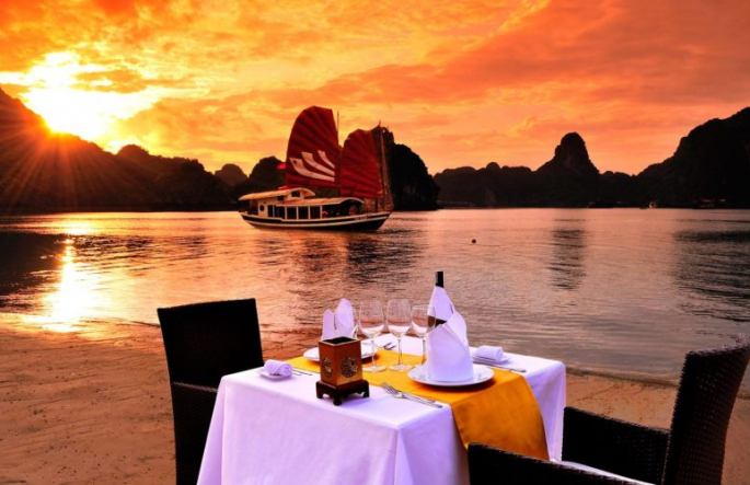 The most romantic dinner in Halong Bay