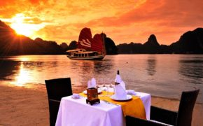 dinner-on-the-beach-halong-bay