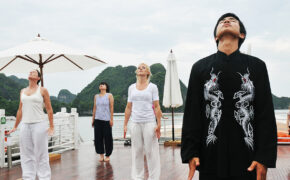 tai-chi-in-halong-bay